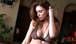 Sluttish bitch has exposed her beautiful body to bring her twat pleasure